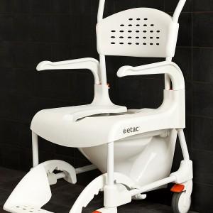 Etac Clean może służyć także jako wózek toaletowy.