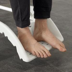 Chowany podnóżek wózka prysznicowego Etac Clean.