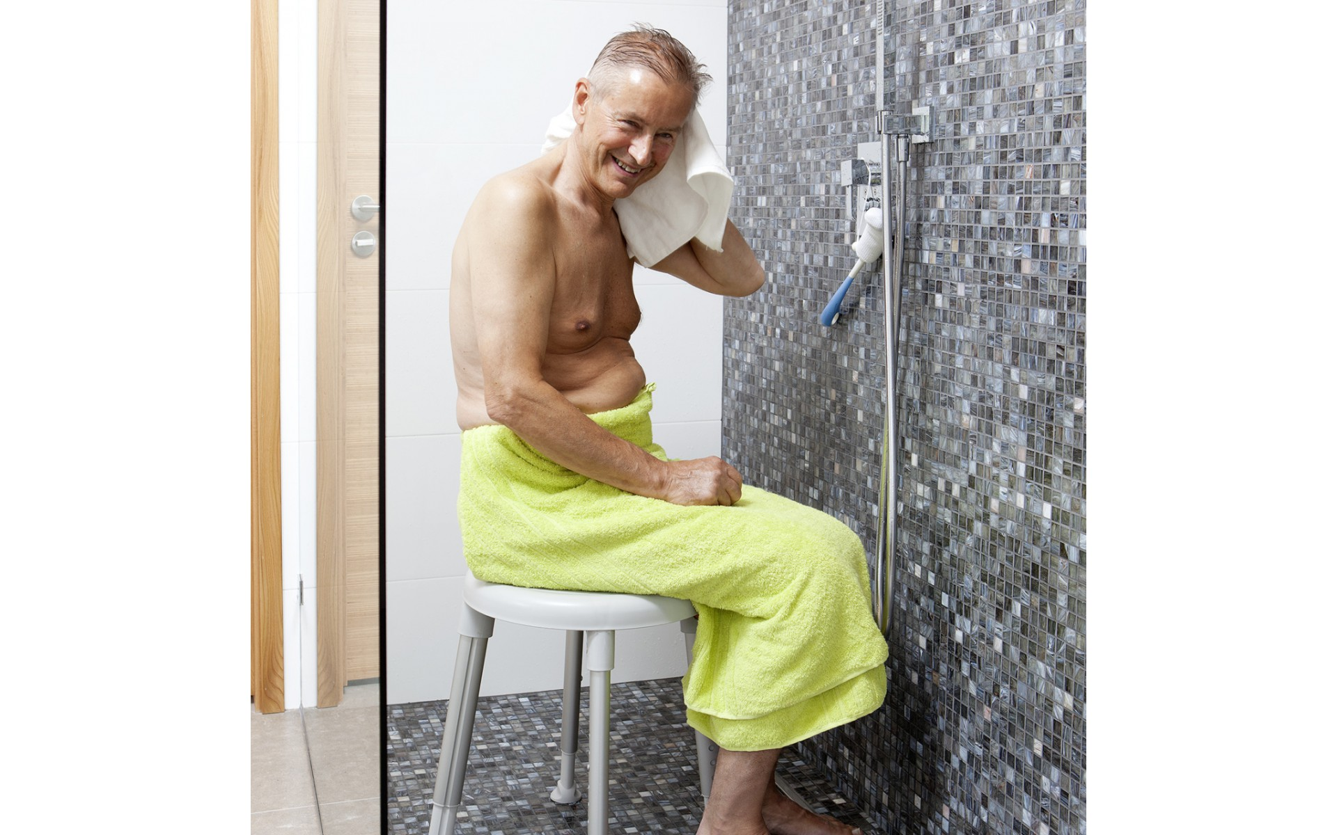 Stołek pod prysznic Etac Easy sprawdzi się pod prysznicem.