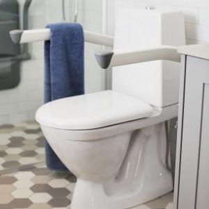 Pochwyty podnoszone do WC dla niepełnosprawnych.